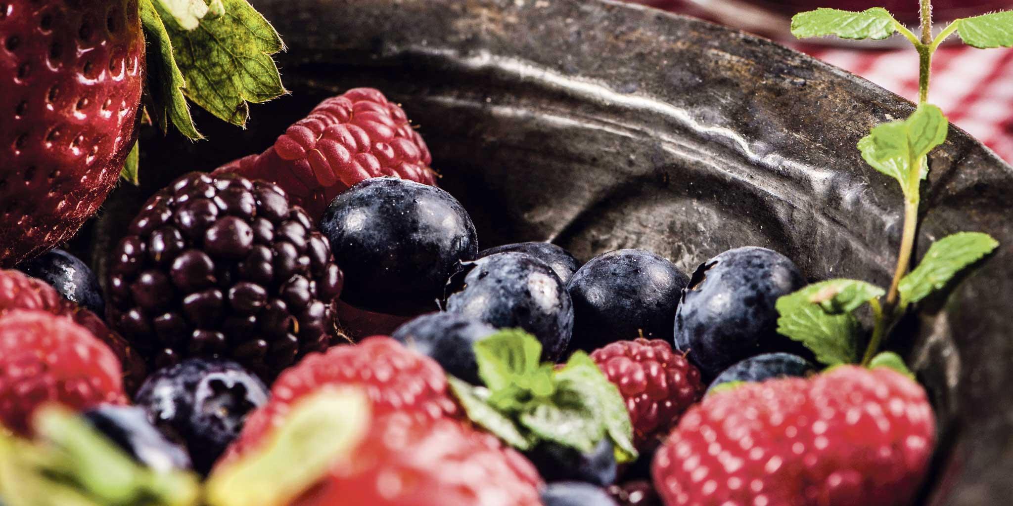 Diverse soorten fruit in een schaal