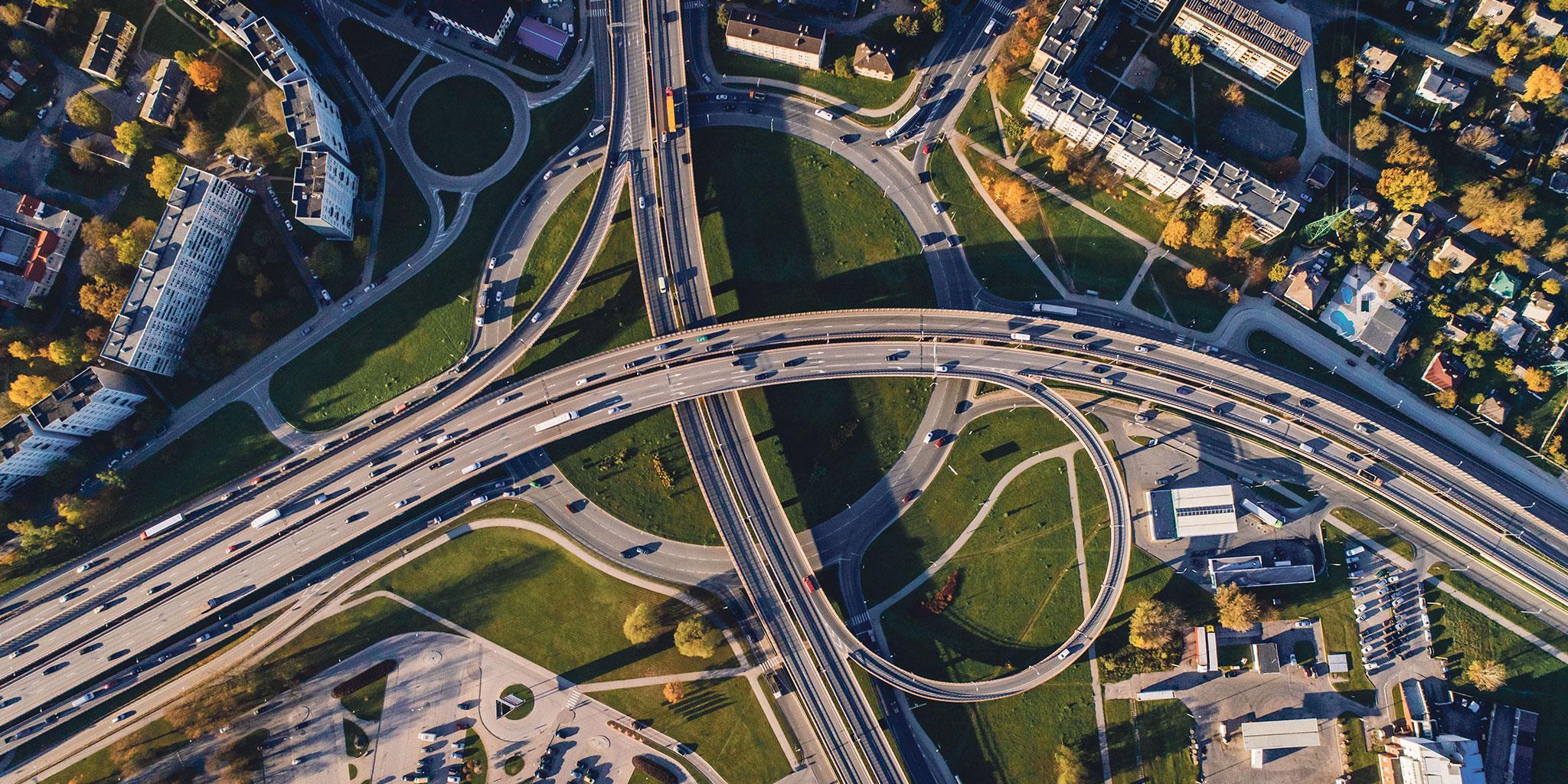 Auto's op rijbanen vanuit de lucht genomen afbeelding