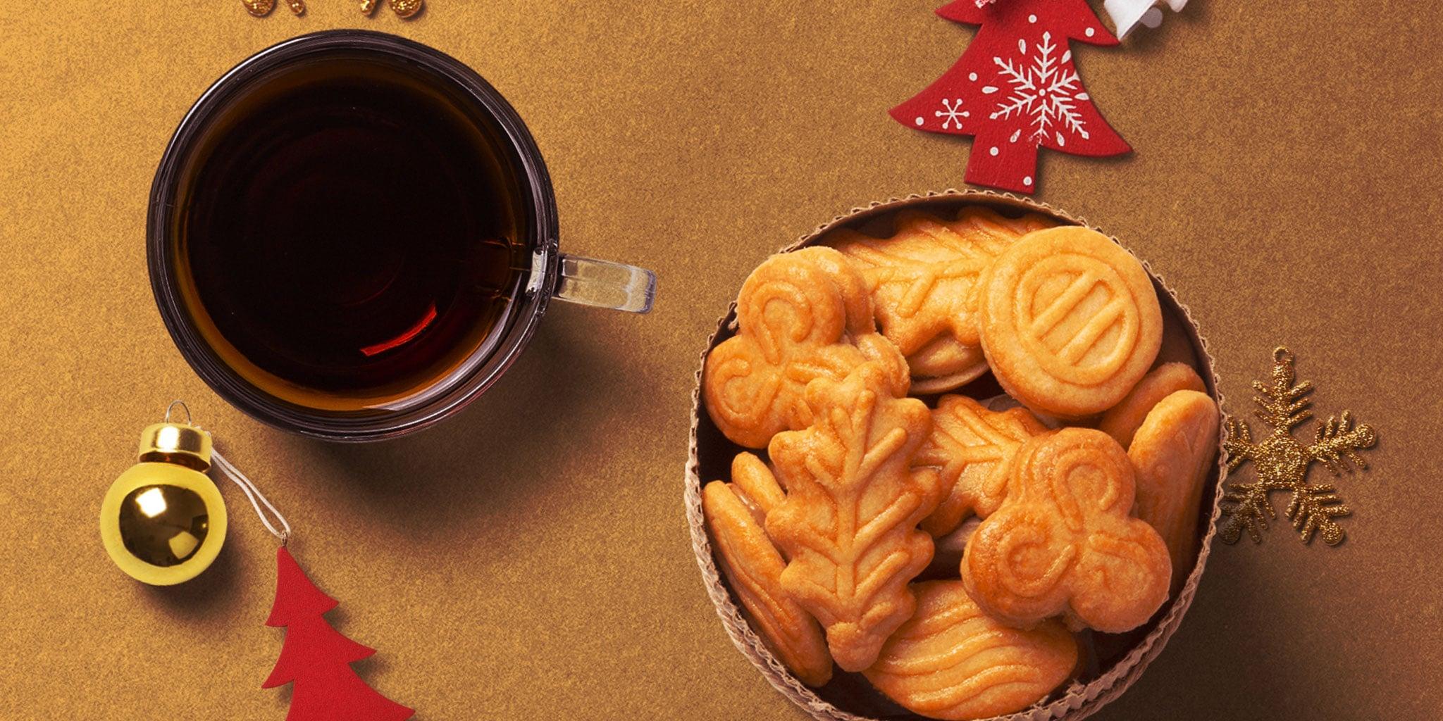 FokusPrettigeDagen-online-kerstkoeken en een kopje thee