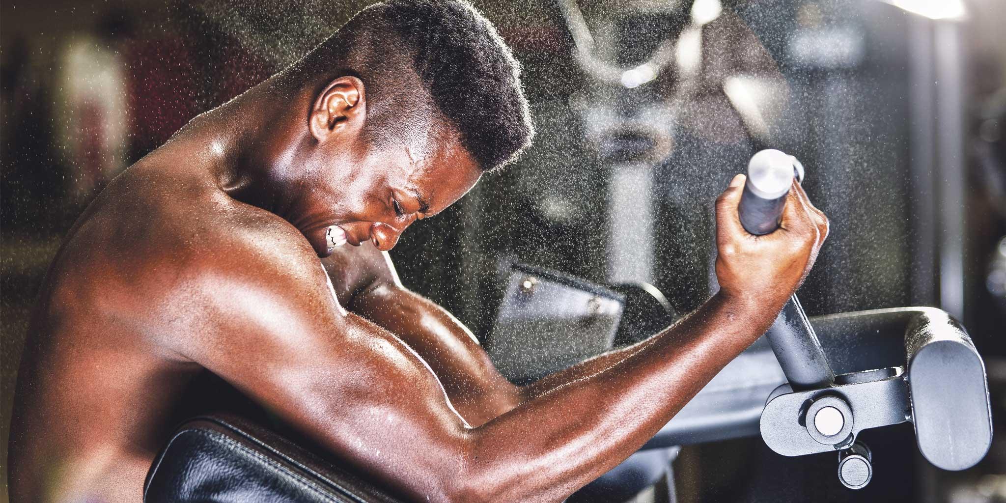 Zwarte man in de fitness