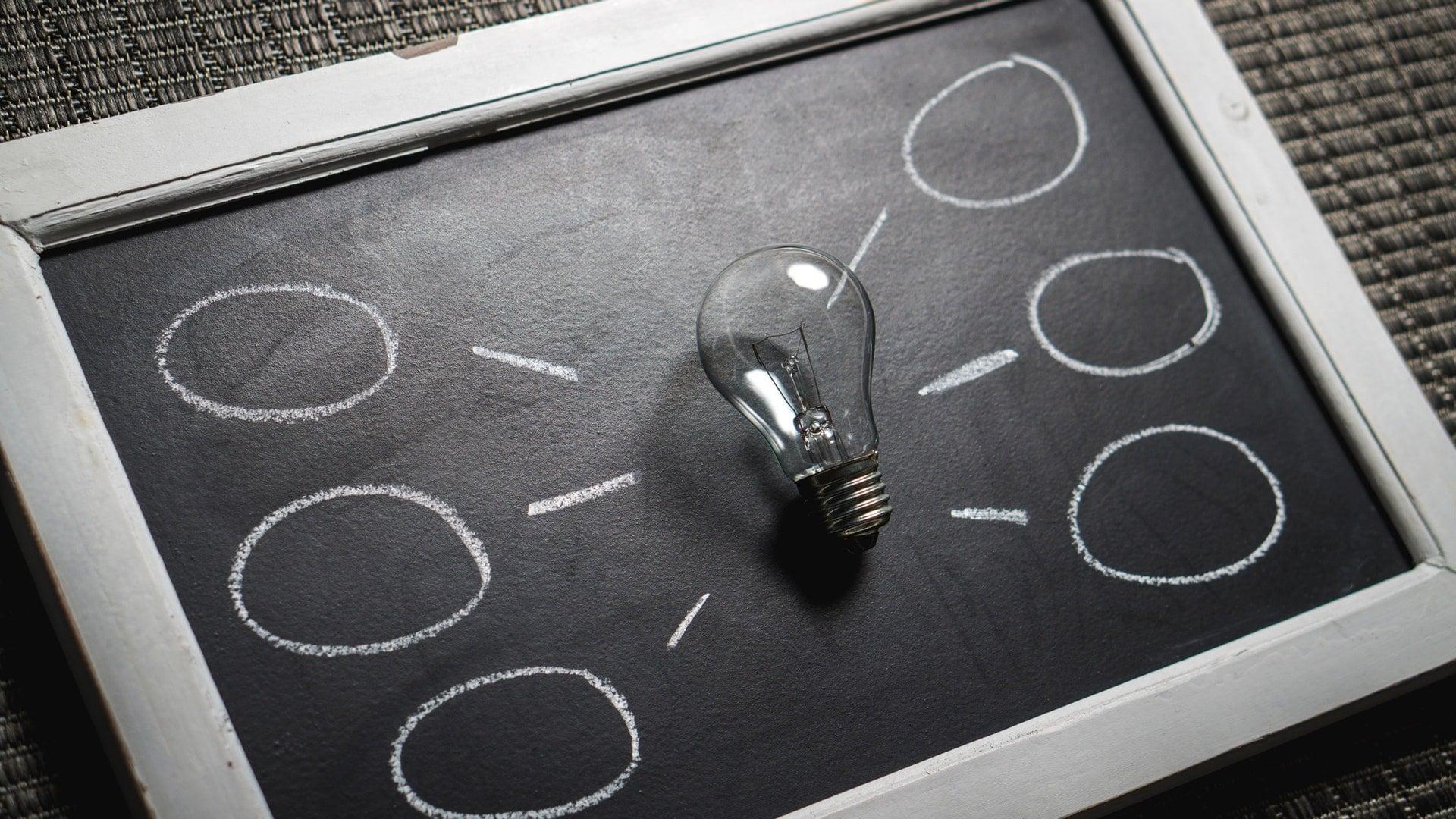 licht lamp op een bord